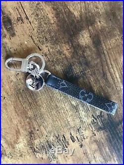 Louis Vuitton Metal/Leather LV Cut Circle Key Chain (Black)