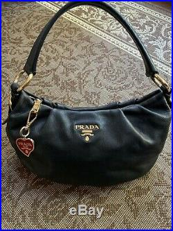 Pre-owned Authentic Black Leather Prada Milano Shoulder Bag With Keychain